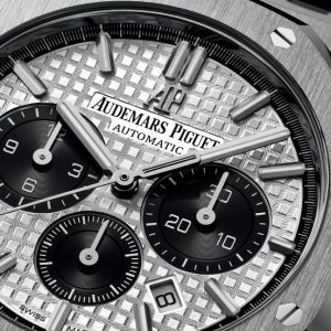The 41 mm copy Audemars Piguet Royal Oak 26331ST.OO.1220ST.03 watches have silvery dials.