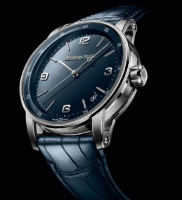 The dark blue dial looks just like the midnight sky which is mysterious and profound.