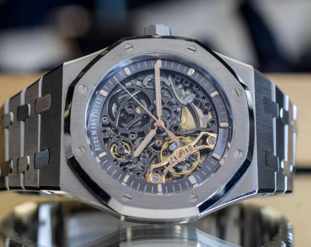 The timepiece shows us the extraordinary craftsmanship of Audemars Piguet.