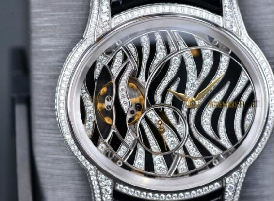 The diamonds paved on the dial and case make the timepiece very precious and eye-catching.