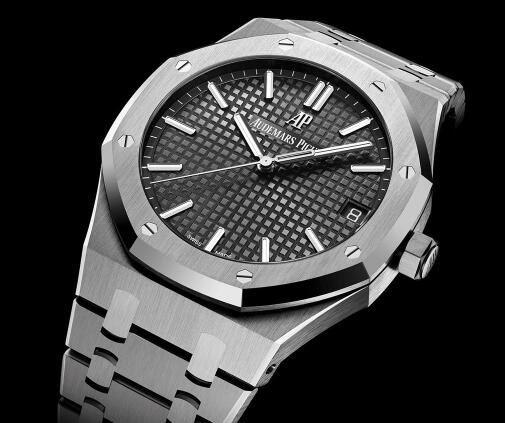 The new Royal Oak has been equipped with ultra thin movement.