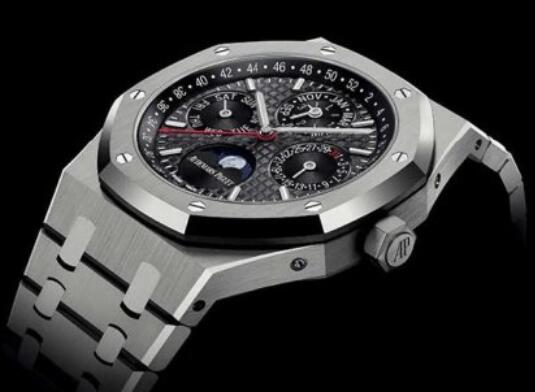 Swiss-made imitation watches online keep sturdy with titanium material.